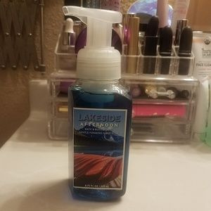 BBW Lakeside Afternoon foaming hand soap.